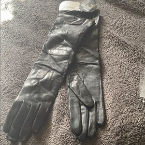 Neimans Marcus leather/ cashmere lined gloves